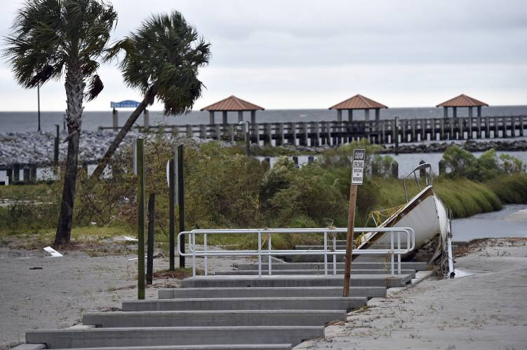 Weakened nate brings flooding to gulf coast for Fishing piers in biloxi ms