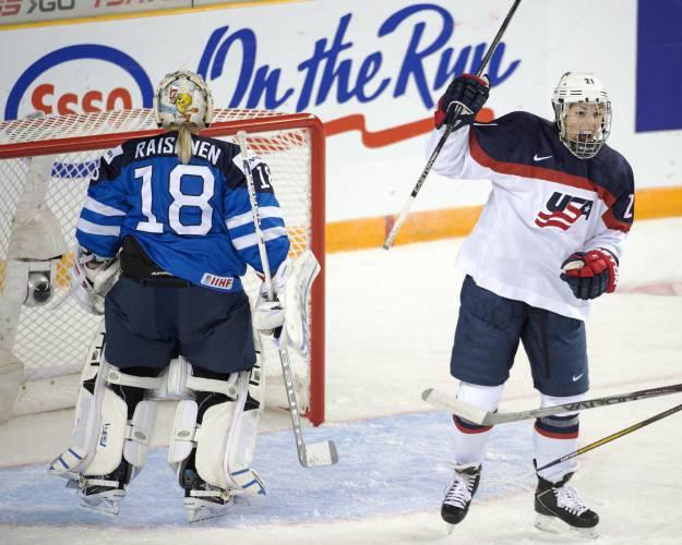 Senators urge USA Hockey to end dispute with women's team
