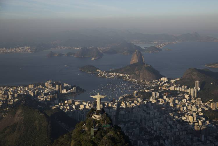 Rio de Janeiro begins deploying 10000 troops to fight crime surge — BBCI
