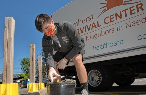Amherst Regional football program expands playbook with volunteer work at Amherst Survival Center