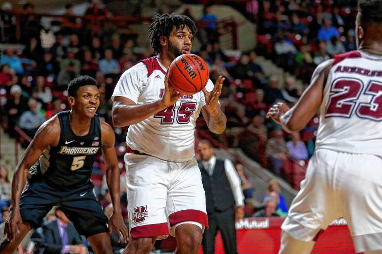 UMass finds focus, tops Providence for big hoops win