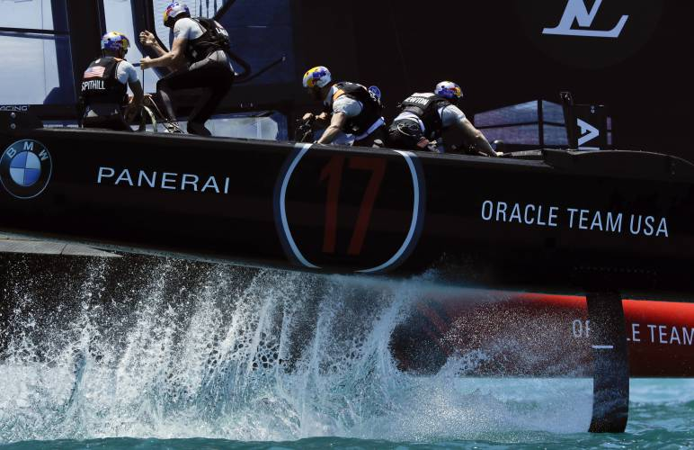 Kiwis beat Oracle in first 2 America's Cup races in Bermuda