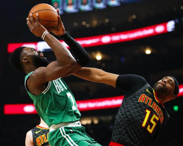 e6045793bfa1 Kyrie Irving leads Celtics rally against Hawks