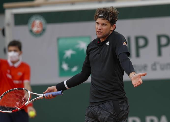 Schwartzman tops Thiem in 5 sets in French Open quarterfinal
