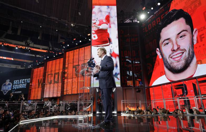 Mayfield goes 1st to begin rush to get QBs in NFL draft d1402a068