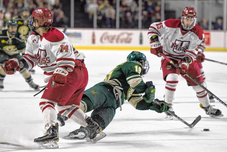 UMass dominates Vermont to advance to Hockey East quarterfinals
