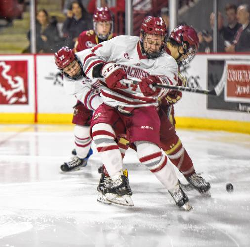 UMass chasing home ice in Hockey East playoffs