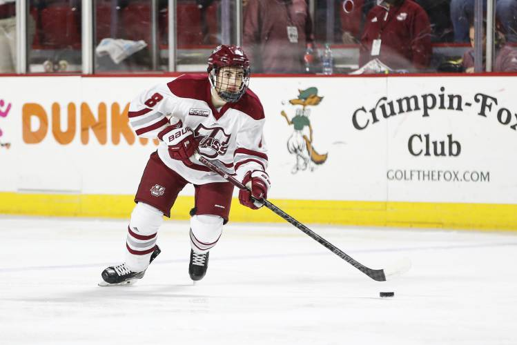 UMass re-discovers game in rout of Vermont 1b194c11e