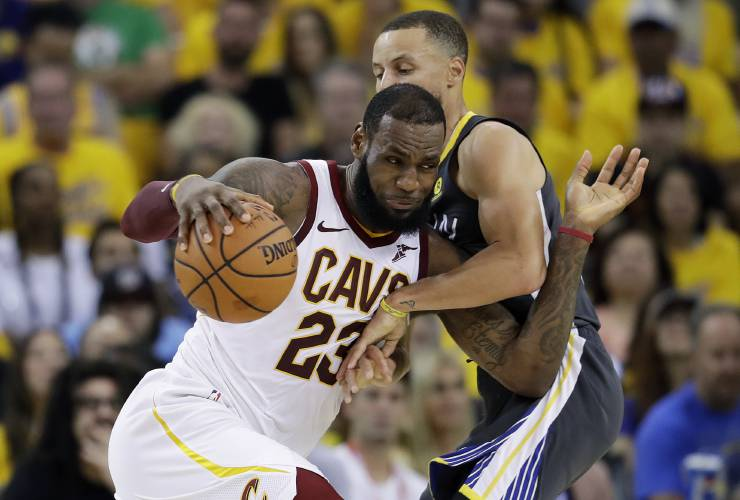 4e2ea5fc1 LeBron James signs 4-year deal with Lakers