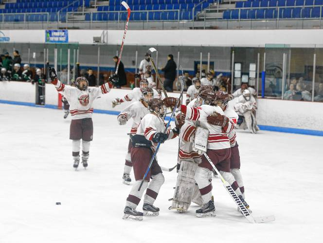 Division 3A hockey: Easthampton ices Greenfield to reach