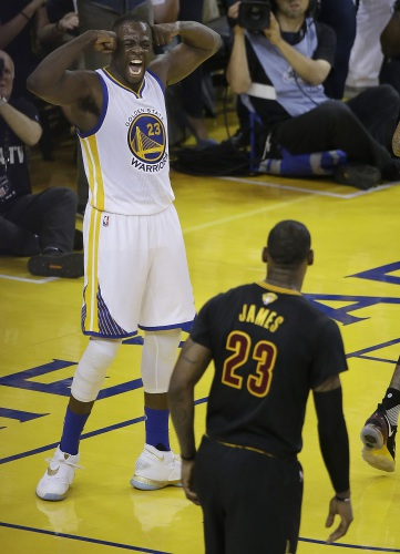 899eee4205d LeBron James brings NBA championship to Cleveland